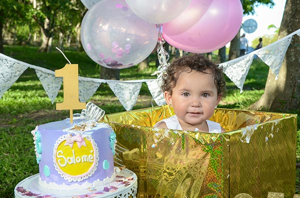 foto-estudio-de-cumpleaños-a-niña